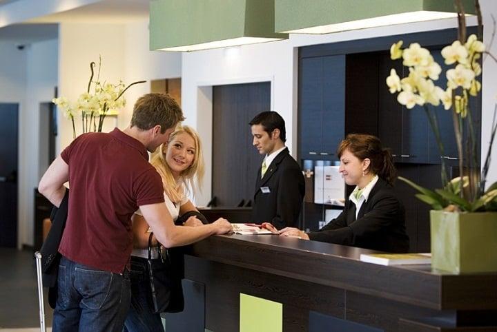 انگلیسی در سفر برای کمک به مکالمه در هتل