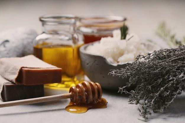 فواید استفاده از عسل برای صورت